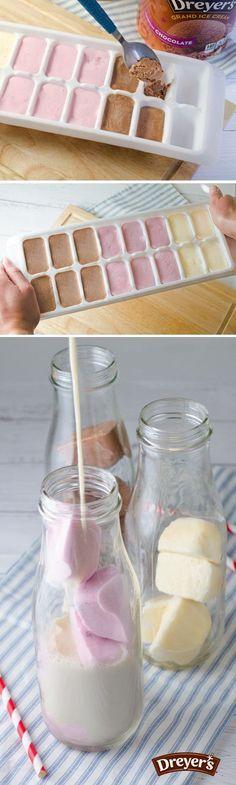 Prepara cubos de helado para agregárselos a la leche y soda.