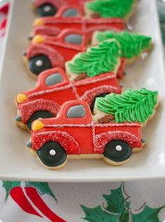 trucks with christmas trees cookies, decorating tutorial and link to cookie cutter.would be cute to do the same idea but with the tree on top of the car in Christmas Vacation Christmas Tree Cookies, Christmas Sweets, Noel Christmas, Christmas Goodies, Holiday Cookies, Christmas Baking, Christmas Cookie Cutters, Country Christmas, Vintage Christmas