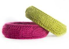 Romantyczne zimowe bransoletki (proj. Pracownia Marianny) Polecam! W sam raz do 3makowych strojów :)