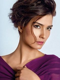 Who is Tuba Buyukustun. Is Hatice Tuba Buyukustun celebrity. who Is Star Tuba Buyukustun and who is real celebrity, find out at Star No Star. Beautiful Eyes, Most Beautiful Women, Amazing Women, Chignon Simple, Turkish Beauty, Short Hair Styles, Nars, Hair Cuts, Hair Beauty