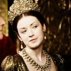 Between the time of the death of her father, King Henry VIII, and the death of her half-brother Edward, Lady Mary Tudor was considered the most influent and powerfull woman in the English Court, even. Princesa Elizabeth, Princesa Mary, Sarah Bolger, Maria Tudor, Dinastia Tudor, Duke William, 16th Century Fashion, Charles Brandon, Anne Of Cleves