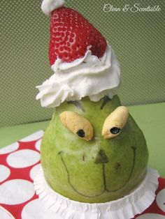 A fun and healthy Grinch snack! Love the idea of a Grinch snack with nutritional value! Christmas Snacks, Grinch Christmas, Xmas Food, Christmas Breakfast, Christmas Goodies, Christmas Baking, Christmas Stuff, Christmas Holiday, Grinch Snack
