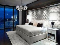 Kristallkronleuchter-schwarz-weißes Schlafzimmer