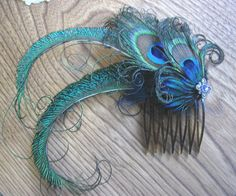 Wedding Party Prom Hair Comb with Swarovski Crystals and Peacock Feathers Peacock Hair, Peacock Jewelry, Feather Jewelry, Peacock Feathers, Hair Jewelry, Feather Crafts, Feather Art, Peacock Costume, Barrettes