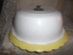 Vintage~Retro Yellow & White Flower Plastic Domed Covered Cake Carrier Saver Set