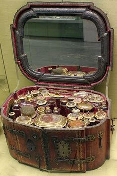 German travelling toilet service, 1695