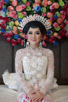 Pernikahan Adat Tolaki Yunita dan Lung di Kendari
