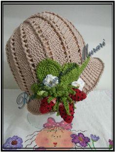 Fiz este chapéu com base em um modelo da internet. Eu optei pelos morangos, pois adoro variar. O vídeo é https://www.youtube.com/watch?v=0SWKd0LcMkA&list=FL8Lt5OvsoWE4ELB9Iyw5DIA