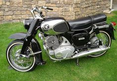 Honda dream 305. I can't wait to get mine up and running for this spring!