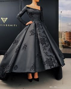 top trends fashion dresses for women's. Discover latest clothing trends from fashion's top designers, cute women's dresses online . Discover various styles and materials of dresses for women . Elegant Dresses, Pretty Dresses, Vintage Dresses, Beautiful Gowns, Beautiful Outfits, Gorgeous Dress, Beautiful Gorgeous, Puffy Skirt, Dream Dress