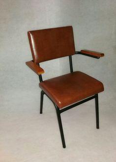 κάθισμα μεταλλικό με μπρατσο