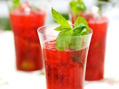 Project Juice: When life gives you lemons, make lemonade .watermelon lemonade, that is! Check out this PERFECT . Acholic Drinks, Drinks Alcohol Recipes, Refreshing Drinks, Summer Drinks, Cocktails, Bacardi Drinks, Beverages, Fancy Drinks, Cocktail Recipes