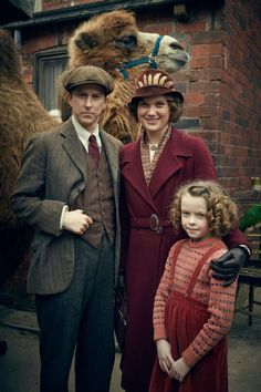 On screen: The Mottershead family, played by Lee Ingleby, Liz White and Honor Kneafsey in BBC drama Our Zoo Best Group Halloween Costumes, Family Costumes, Halloween Kids, Costumes Kids, Movie Costumes, Happy Halloween, Liz White, British Sitcoms, British Actors