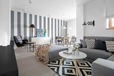 Browse images of grey eclectic Living room designs by Ayuko Studio . Find the best photos for ideas & inspiration to create your perfect home. Small Living Rooms, New Living Room, Home And Living, Living Room Designs, Living Room Decor, Apartment Design, Apartment Living, Sofa Gris, Home Interior
