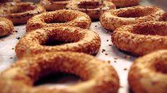 Kandil Simidi Tarifi Onion Rings, Bagel, Doughnut, Vegetarian, Bread, Ethnic Recipes, Desserts, Food, Pizza