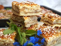 baka i långpanna-arkiv - Victorias provkök Bagan, Great Desserts, Yummy Snacks, Chocolate Chip Cookies, Food Inspiration, Baking Recipes, Sweet Tooth, Good Food, Food And Drink