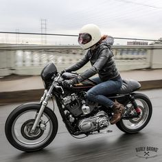 5 Types of Women that Ride Motorcycles (Infographic) – Vehicles is art Cafe Racer Bikes, Cafe Racer Motorcycle, Motorcycle Types, Motorcycle Design, Lady Biker, Biker Girl, Women Riding Motorcycles, Biker Clubs, Bmx Bicycle