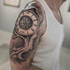 Otro proyecto terminado la idea se basó en un árbol familiar mezclado con un reloj , fluyó bien y esto fue parte del resultado #darwinenriquez #lastritestattoo #tattoo