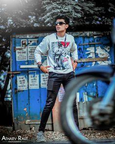 Studio Photography Poses, Photography Studio Background, Man Photography, Best Photo Background, Blue Background Images, Studio Background Images, New Photo Style, Photo Poses For Boy, Good Poses