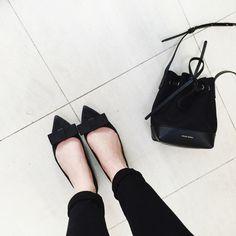 The shoes! MINIMAL + CLASSIC: Topshop bow flats & Mansur Gavriel SS15 bucket bag / Mija