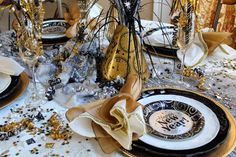 deco table nouvel an a faire soi meme centre de table DIY party glamour New Years Eve Meme, New Years Eve Drinks, New Years Eve 2017, New Year's Eve Cocktails, New Years Eve Dinner, Happy New Years Eve, New Years Eve Weddings, New Years Party, New Years Eve Party Ideas Decorations