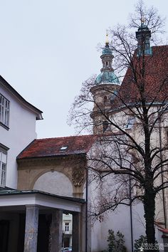 Die Grazer Brug Mansions, House Styles, Home Decor, Graz, Luxury Houses, Interior Design, Home Interior Design, Palaces, Mansion