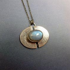 Labradorite Pendant in Sterling Silver por oblivionjewellery