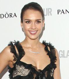 Jessica Albas sleek updo