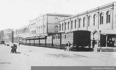 Ferrocarriles en calle Errázuriz    A.1849-1876  Fuente Memoria Chilena Street View, Historical Photos, Bicycle Kick, Trains, Parking Lot, Old Pictures, Street