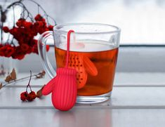 One mitten holds your loose tea leaf blend.