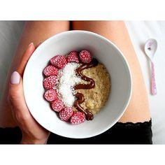 Pyszna owsianka z malinami na sobotnie śniadanie❤️😋 Miłej soboty 🙂 ---> Zapraszam na moją stronę na fb https://m.facebook.com/eatdrinklooklove/ ❤ . .  Delicious oatmeal with raspberries on a saturday breakfast ❤️😋 Have a nice saturday 🙂 ---> I invite you to my page on fb https://m.facebook.com/eatdrinklooklove/ ❤ .