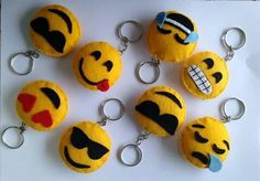 Smilee from felt Felt Diy, Felt Crafts, Crafts To Sell, Diy And Crafts, Emoji Craft, Felt Keychain, Keychains, Felt Patterns, Felt Dolls