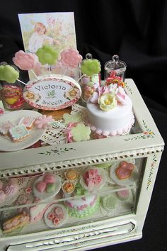 Pink and green cakes, via Flickr.