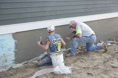 2 rigid insulation to the concrete foundation wall, scratched up it's surface, and applied a base or scratch coat over fiberglass mesh Mobile Home Skirting, House Skirting, Deck Skirting, Basement Paint Colors, Paint Colors For Home, Rigid Insulation, Skirt Mini, House Foundation, Stucco Homes