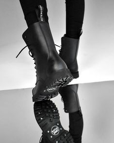ALTERCORE (@altercore) • Zdjęcia i filmy na Instagramie All Black, Black And White, Vegan Shoes, Alternative Girls, Grunge Outfits, Look Cool, Platform Shoes, Combat Boots, Cap