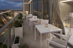 The Rooftop Bar at ME Miami captures the essence of Miami living and brings a visionary fusion of extraordinary food, invigorating signature cocktails and a vibrant outdoor scene.