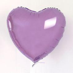 Dieser Ballon in leuchtendem Flieder ist ein echter Hingucker bei der Hochzeitsfeier <3