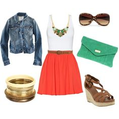 Love how the bib necklace ties it all together. Adorable, laid-back outfit for warmer weather.