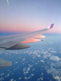 My last time flying over these clouds for a while. Travel Aesthetic, Aesthetic Photo, Airplane Photography, Travel Photography, Image Avion, Airplane Window View, Airplane Wallpaper, Above The Clouds, Tumblr Wallpaper