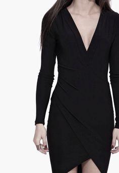 Petite Robe Noire, Belles Femmes, Robe De Chambre, Robes De Tous Les Jours,  Robe Portefeuille, Lbd, Vêtements Noirs, Style Feminin 5f3f4a5b0576