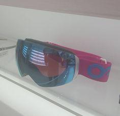 Te has quedado sin tus máscaras de esquí? Entra en www.sunoptica.es y sorpréndete con nuestros precios. Os dejamos una imagen de la máscara más vendida de esta temporada. (agotadas existencias) #sunoptica #gafas #sunglasses #gafasdesol #mascarassky #Oakley #nieve #sierranevada #baqueira #baqueiraberet #esqui #mascarasoakley