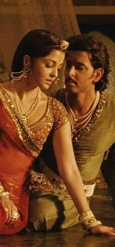 In Lamhon ke damaan main from Jodhaa Akbar Aishwarya Rai & Hrithik Roshan Bollywood Stars, Bollywood Couples, Indian Bollywood, Bollywood Celebrities, Bollywood Fashion, Bollywood Actress, Jodhaa Akbar, Bollywood Hairstyles, Aishwarya Rai Bachchan