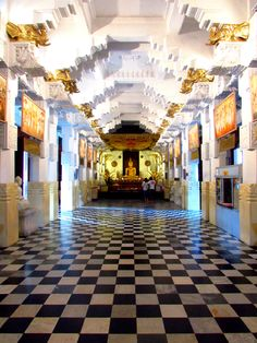 Temple of the Tooth, Kandy, Sri Lanka #VisitSriLanka
