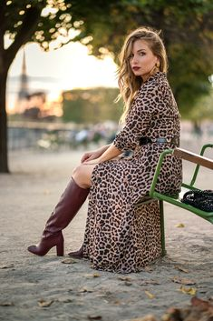 Autumn vibes : robe léopard et bottes bordeaux vintage Thigh High Boots Heels, Stiletto Boots, Jennifer Aniston Legs, Camel Boots, Burgundy Boots, Winter Boots Outfits, Sexy Boots, Fashion Boots, Beauty Women