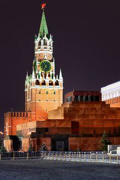 Mausoléu de Lenin, em Moscou. San Francisco Ferry, Building, Travel, Saint Petersburg, Moscow, City, Continents, Monuments, Viajes
