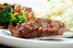 Maxines Burn : BBQ or Grilled Steak & Steamed Vegetables Burger Recipes, Steak Recipes, Grilling Recipes, Yummy Recipes, Yummy Food, Marinade Bbq, Cooking T Bone Steak, Steak And Mashed Potatoes, Bbq Steak