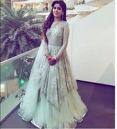 20 Indian Wedding Reception Outfit Ideas for the Bride Bling Sparkle indian wedding gowns - Wedding Gown Wedding Reception Gowns, Indian Reception Outfit, Wedding Evening Gown, Party Wear Indian Dresses, Indian Wedding Gowns, Designer Party Wear Dresses, Indian Gowns Dresses, Indian Bridal Outfits, Indian Fashion Dresses