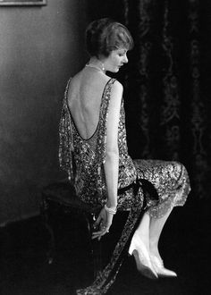Actress Alden Gay wearing an evening dress by Chanel, Photographed by Edward Steichen. She was a founder member of the Screen Actors Guild. Chanel Vintage, Vintage Glamour, Vintage Beauty, 20s Fashion, Fashion History, Art Deco Fashion, Woman Fashion, Geek Fashion, Belle Epoque