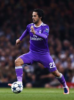 Isco Alarcon of Real Madrid CF runs with the ball during the UEFA Champions League Final between Juventus and Real Madrid at National Stadium of Wales on June 2017 in Cardiff, Wales. Isco Real Madrid, Isco Alarcon, National Stadium, Uefa Champions League, Football Players, Ronaldo, Finals, Cardiff Wales, Soccer