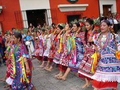 La fiesta de la Guelaguetza te espera en Oaxaca - http://revista.pricetravel.com.mx/boletos-de-autobus/2015/06/08/la-fiesta-la-guelaguetza-te-espera-oaxaca/